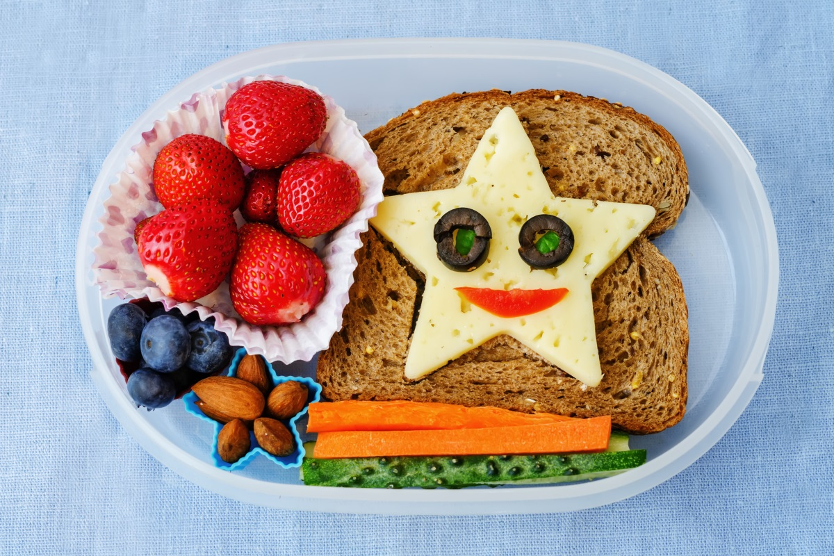 Create a appetizing lunch box