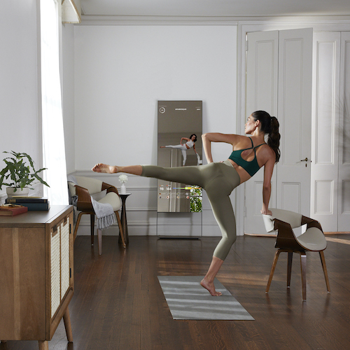 woman exercising with Mirror
