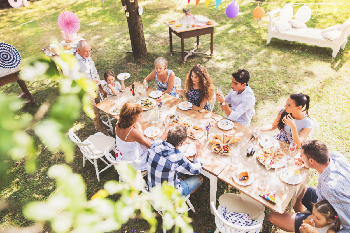 outdoor entertaining in the summer