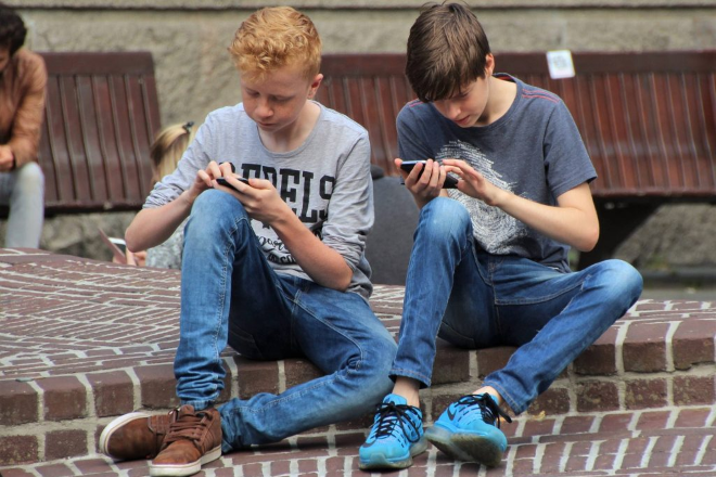 boys with cell phones phubbing