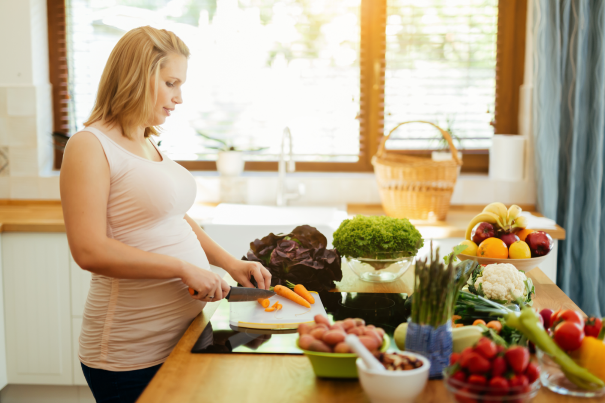 woman chopping pregnancy foods