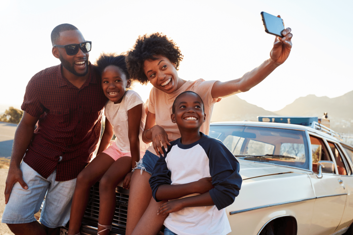 how to take the best family selfie on a road trip.