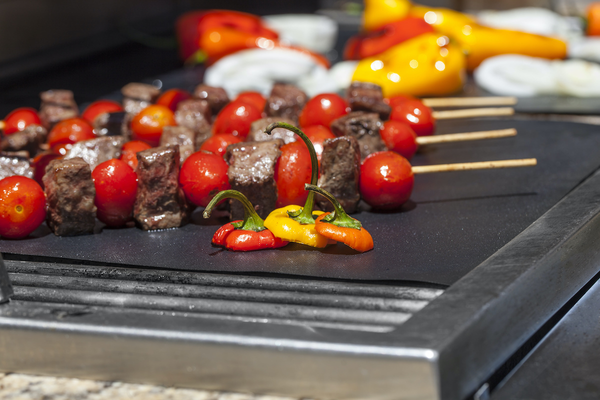 grill mat peppers kebabs